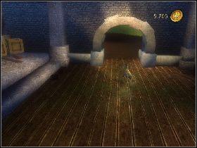 W szafce z prawej strony znajdziesz z kolei ostatni kubek [1] - [Solucja] Etap 5 - Stara droga - Shrek Trzeci - poradnik do gry