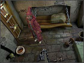 Wybór pada na mocno stężoną i śmierdzącą zawartość stojącego obok drzwi nocnika - Uratować Magiczne Królestwo cz.4 - Simon the Sorcerer 4 - poradnik do gry