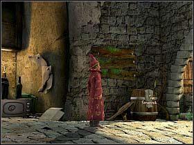 Skierowawszy się w stronę zaułku (róg kamienicy po lewej), chłopak penetruje stojącą tam beczkę pełną śmieci, wśród których znajduje plan zamku - Uratować Magiczne Królestwo cz.6 - Simon the Sorcerer 4 - poradnik do gry