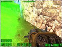 Sekret #1: Na czwartym wzgórzu, kiedy dojdziemy do prawej strony i spojrzymy w dół pojawi się komunikat o katapultowaniu tarczy - 05: Księżycowe góry - Serious Sam: Pierwsze starcie - poradnik do gry