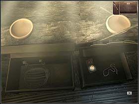 Norm udaje si� do chatki Kolio i Bainy (po prawej), gdzie bada zawarto�� stoj�cych po prawej skrzy� - Dzie� pierwszy (pi�tek, 9 czerwca) cz.3 - Sinking Island - poradnik do gry