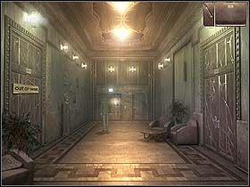 Sko�czywszy rozmow� z po�owic�, Norm wychodzi ze swego apartamentu drzwiami po lewej i korzysta z widocznej na ko�cu korytarza (na wprost) windy - Dzie� pierwszy (pi�tek, 9 czerwca) cz.4 - Sinking Island - poradnik do gry