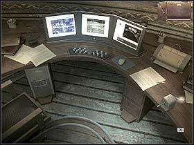 Teraz przechodzi w głąb gabinetu (w prawo i w dół ekranu), gdzie na dziobie drewnianej wkomponowanej w podłogę łodzi architekt ma swoje stanowisko pracy - Dzień pierwszy (piątek, 9 czerwca) cz.4 - Sinking Island - poradnik do gry