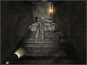 Kiedy przetoczysz beczkę na drugą stronę, przesuń ją do kolejnego pomieszczenia i postaw tuż przy przeszkodzie #1 - uważaj, druty są pod napięciem - Opis przejścia (cz.2) - Rozdział - Penumbra: Przebudzenie - poradnik do gry