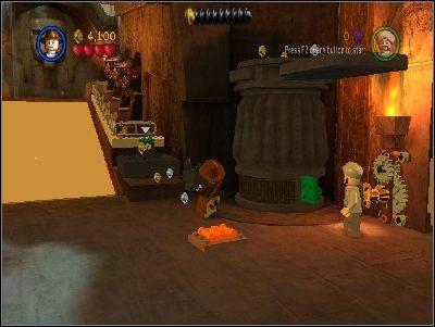 We� j� i w�� na pokazane strza�k� miejsce - Chapter 4 - The Well of Souls (cz.1) - Poszukiwacze Zaginionej Arki - LEGO Indiana Jones: The Original Adventures - poradnik do gry