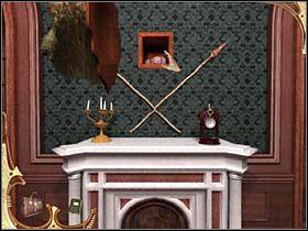 Najpierw podchodzi do kominka i przy pomocy laski otwiera schowek ukryty za wiszącą nad nim głową lwa - [Opis przejścia] Część druga (3) - Sherlock Holmes: Tajemnica Mumii - poradnik do gry