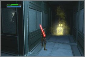 Mniej więcej pośrodku pomieszczenia, na dole, po lewej stronie, we wnęce w kształcie litery L znajdziesz holocron - Misja 01 - TIE Fighter Factory (cz.3) - Star Wars: The Force Unleashed - poradnik do gry