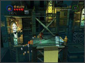Idź w prawo i wejdź Robinem po metalowej ściance - There She Goes Again (cz.2) - Heros Episode 2 - LEGO Batman: The Videogame - poradnik do gry