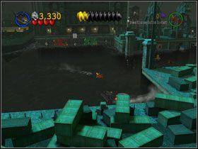 Zaczep Bat-�odzi� min� i nakieruj j� na srebrn� bram�, by dosta� si� do drugiej lokacji - Batboat Battle (cz.1) - Heros Episode 2 - LEGO Batman: The Videogame - poradnik do gry