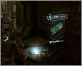 Używając klucza, otwieramy drzwi biura sektora, na stole leży Płyta danych - Nowe transporty (cz.3) | Rozdział 01 - Dead Space - poradnik do gry