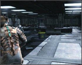 Wychodzimy przez drzwi do skrzydła badawczego, po drodze znajdujemy Stację ładowania stazy, naładowanie spowolnienia przyda się do spowolnienia drzwi z zepsutym mechanizmem - Intensywna terapia (cz.1) | Rozdział 02 - Dead Space - poradnik do gry
