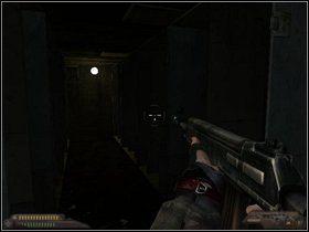 Wydostaniesz się w pomieszczeniu z regałami - zaatakują Cię miejscowi - Szpital (część II) - Dusk-12: Strefa Śmierci - poradnik do gry