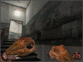W środku zniszcz drzwi po lewej i idź schodami na górę - Więzienie cz.1 - Dusk-12: Strefa Śmierci - poradnik do gry