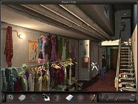 Znalazłszy się na zapleczu rewii, Nicole kieruje się w głąb korytarza (kursor w dole ekranu) - Moulin Rouge - Francja, Paryż - Art of Murder: Klątwa Lalkarza - poradnik do gry