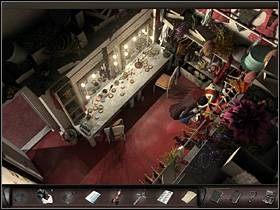 Pomiędzy blatem (po lewej) a wieszakami z kostiumami (po prawej) znajduje się szuflada (na dole) - Moulin Rouge - Francja, Paryż - Art of Murder: Klątwa Lalkarza - poradnik do gry