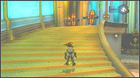 Teraz zaczep się jednego ze statków i puść się dopiero wtedy, gdy znajdziesz się nad platformą - Stratus City, Planet Kortog - Opis przejścia - Ratchet & Clank: Tools of Destruction - poradnik do gry