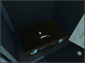 Kiedy przyjrzymy si� bli�ej kratce wentylacyjnej po�o�onej nad toalet�, nasza bohaterka stwierdzi, �e wyczuwa nietypowy zapach - Rozdzia� II - McPherson - Opis Przej�cia - Still Life 2 - poradnik do gry