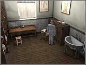 Teraz rzuć okiem na stojącą przy regale tablicę z rysunkiem serca - [Opis przejścia] London Hospital, 12 września 1888 - Sherlock Holmes kontra Kuba Rozpruwacz - poradnik do gry