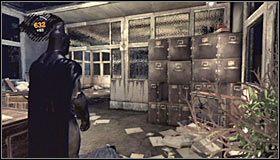 Możliwe jest także zaskakiwanie wrogów poprzez ustawienie się na szklanym suficie i odczekiwanie aż ktoś znajdzie się na dole - Intensive Treatment #2 (cz.1) - Opis przejścia - Batman: Arkham Asylum - poradnik do gry