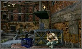 Aby si� go pozby� sp�jrz w praw� stron�, powiniene� tam dostrzec niebieskie deski - Rozdzia� 7 Id� z nami - Opis przej�cia - Uncharted 2: Among Thieves - poradnik do gry