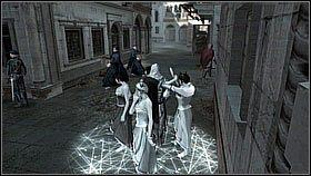 Gdy oficjele rusz� biegniemy za nimi na kolejny most - z naprzeciwka nadejd� stra�nicy, wi�c zeskakujemy do wody lub na por�cz - Sekwencja 8 (1) - Fabu�a - Assassins Creed II - PS3 - poradnik do gry