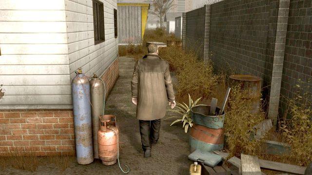 Przejdź naokoło budynku, od lewej strony i wejdź przez kuchnię - Samobójczyni (Suicide Baby) - Opis przejścia - Heavy Rain - opis przejścia, wszystkie 17 zakończeń - poradnik do gry