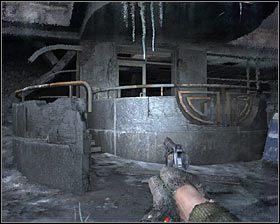 Możesz tu śmiało zignorować ostrzeżenia swojego sojusznika, bo chwilowo nie musisz się obawiać jednego z latających demonów - Dead City 1* (1) - Opis przejścia - Rozdział 2 - Metro 2033 - poradnik do gry