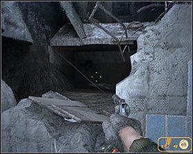 Korzystając z okazji możesz zbadać ciało, przy którym znajdował się latający demon #1 , a zdobędziesz trochę amunicji - Dead City 1* (2) - Opis przejścia - Rozdział 2 - Metro 2033 - poradnik do gry
