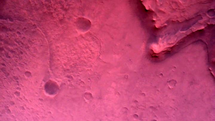 Łazik Perseverance przesyła kolorowe zdjęcia i filmy z Marsa - ilustracja #1