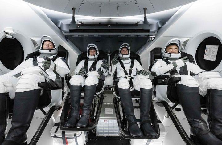 Miliarderzy udają się w kosmos.  Tłok na orbicie i gwiazda turystyczna - ilustracja 6
