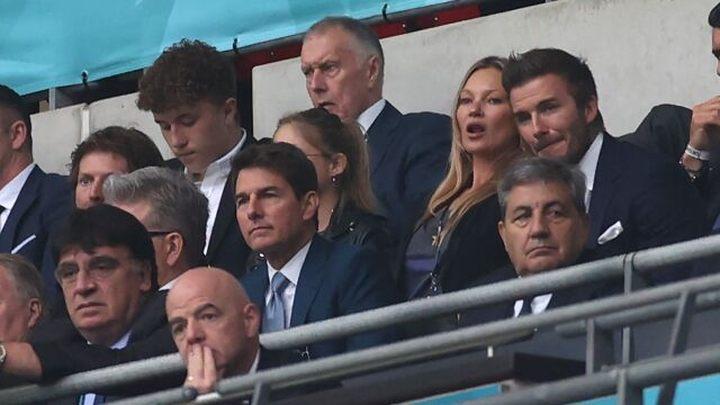Tom Cruise kibicowa³ Anglikom podczas Euro 2020. Pokaza³ pi³karzom fragment Top Gun: Maverick - ilustracja #1