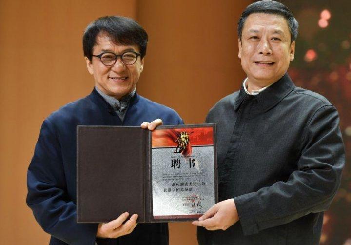 Jackie Chan chce do³¹czyæ do Komunistycznej Partii Chin - ilustracja #1