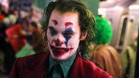 Joaquin Phoenix terroryzuje metro na nowych zdj�ciach i filmie z planu Jokera