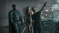 Zack Snyder odstrzelony z DC, kiedy chce ono podbi� kina i HBO Max
