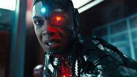 Afera wok� Justice League - Fisher krytykuje pomys� DC Films na �czarnego Supermana�