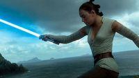 Disney zmieni� histori� Rey w Star Wars, fani wyra�aj� zaw�d
