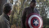 Gwiazda The Falcon and the Winter Soldier opowiada o graniu czarnosk�rego Kapitana Ameryki
