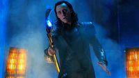 Loki na zwiastunie to zabawa z czasem i popisy aktorskie Toma Hiddlestona